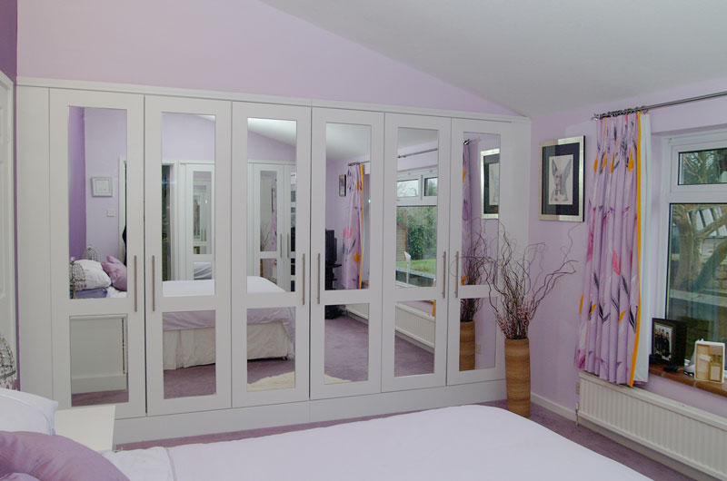 Designed White Bedroom Cuboards